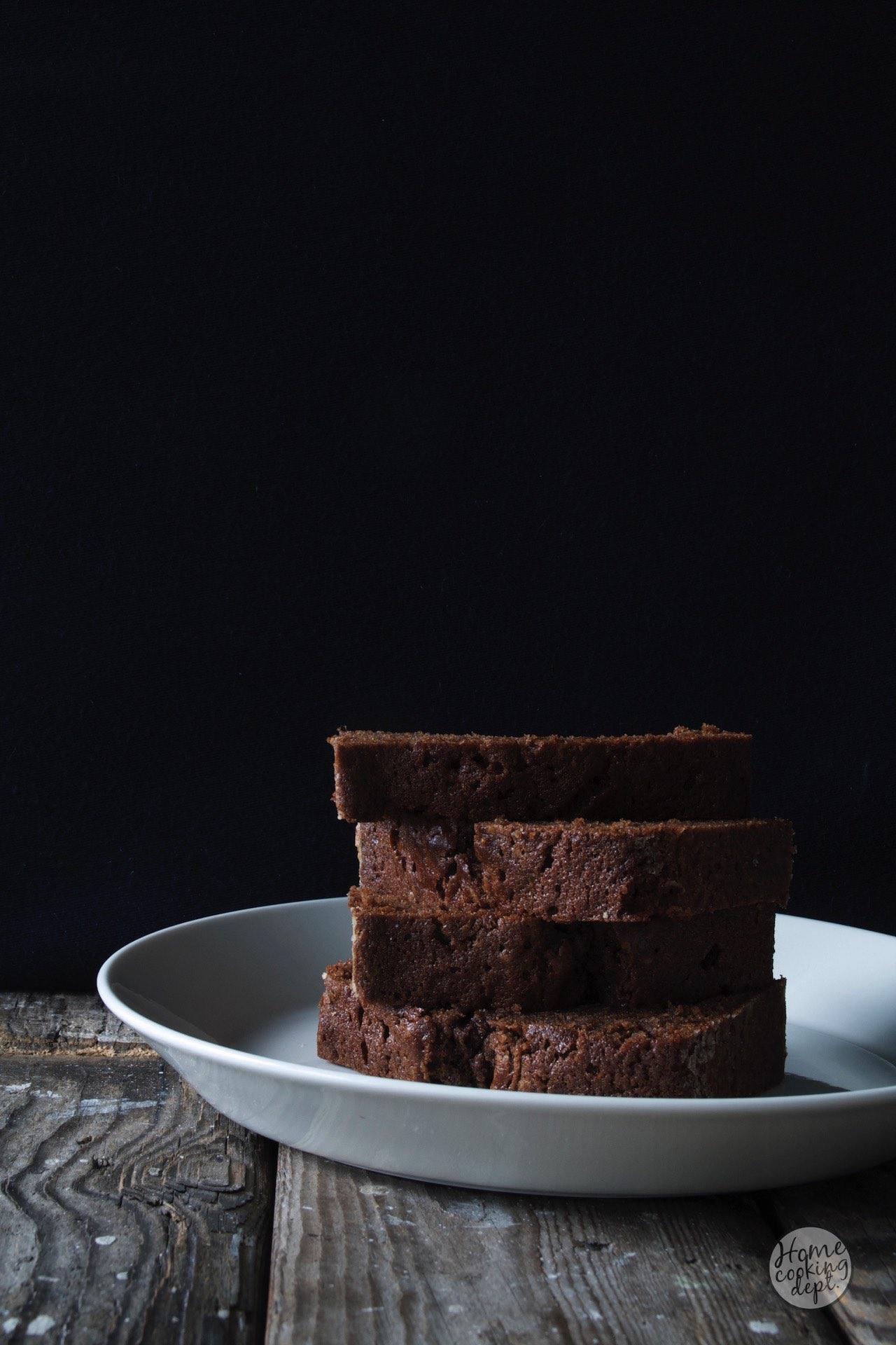 Weinig ingrediënten in huis & straks bezoek? Maak dan dit chocoladecake recept!