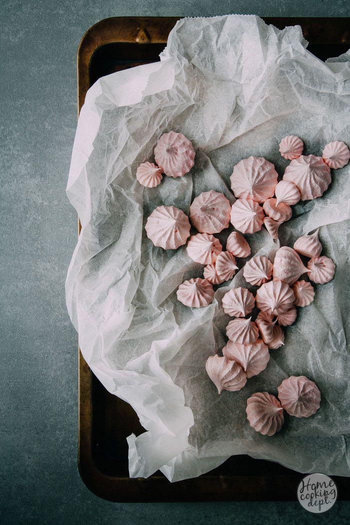 frambozen-aardbeiensoep-met-vanille-meringues-9195.jpg